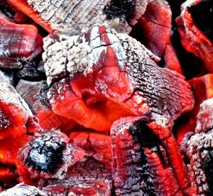Glødende trækul grill
